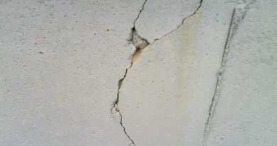 crack-in-wall-in-house